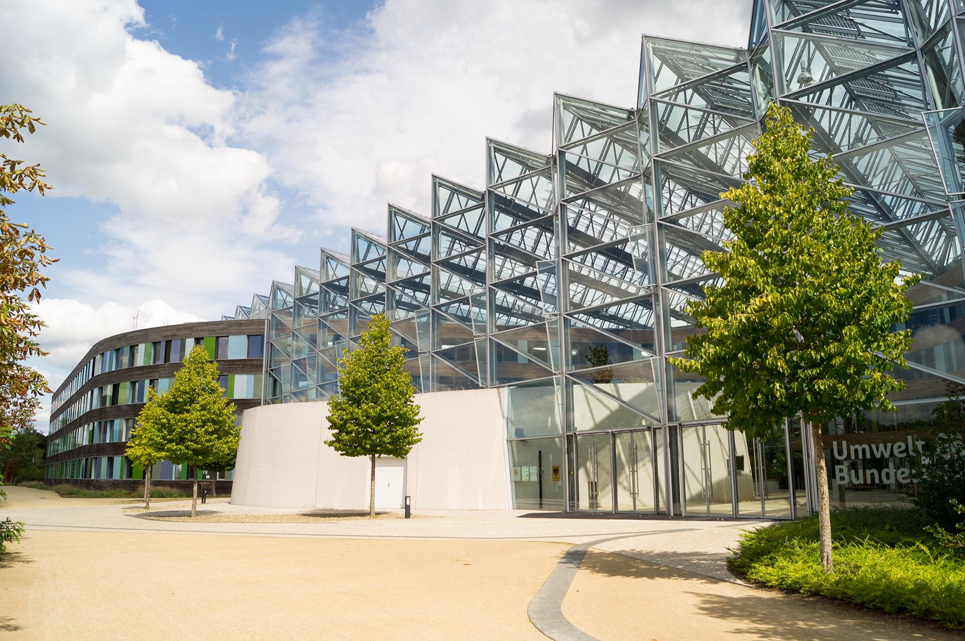 Hauptsitz des UBA in Dessau-Roßlau: Hier wird für die Umwelt geforscht; Foto: Martin Stallmann / Umweltbundesamt