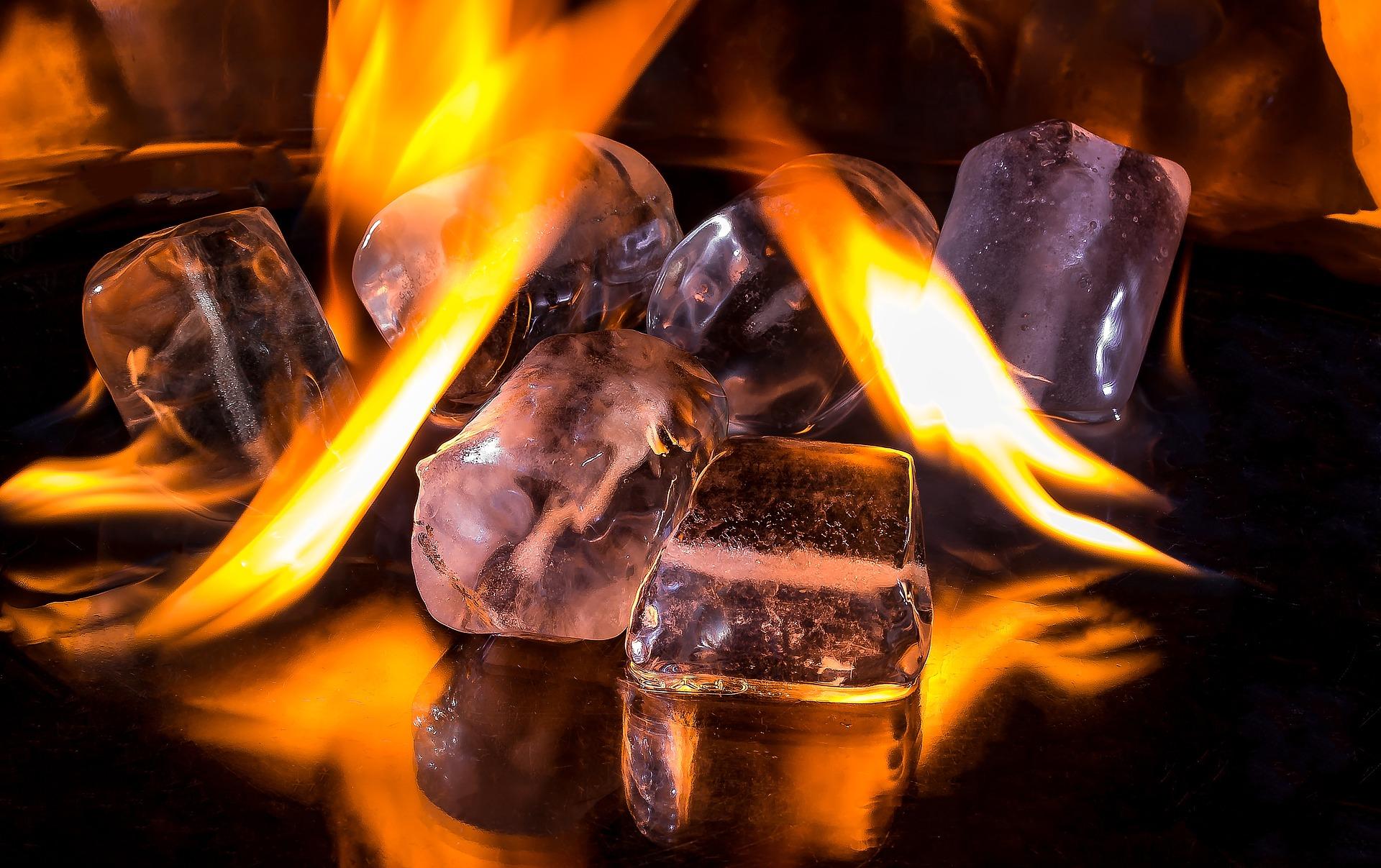 Eiswürfel in Flammen