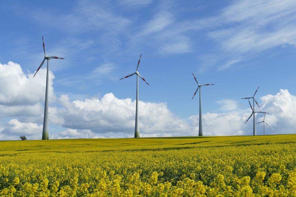 Windkraftanlagen produzieren kostengünstig Strom für die Wasserstoff-Produktion