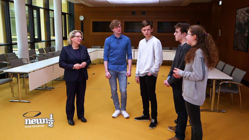 Eine Schülergruppe bei der Bundesumweltministerin