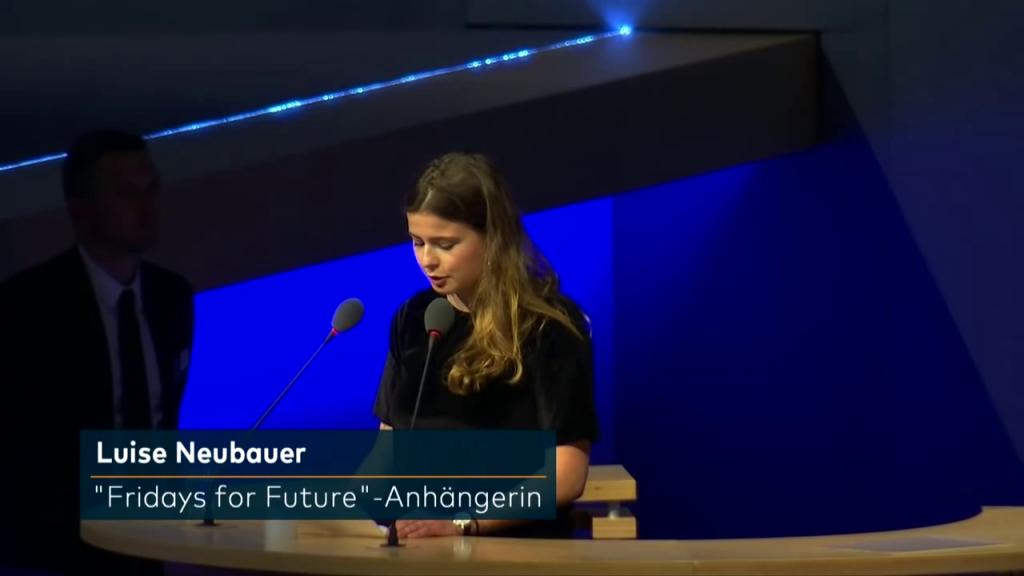 Luise Neubauer spricht auf der RWE-Hauptversammlung